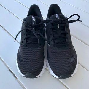 Women's Nike Revolution 5. Black, like NEW